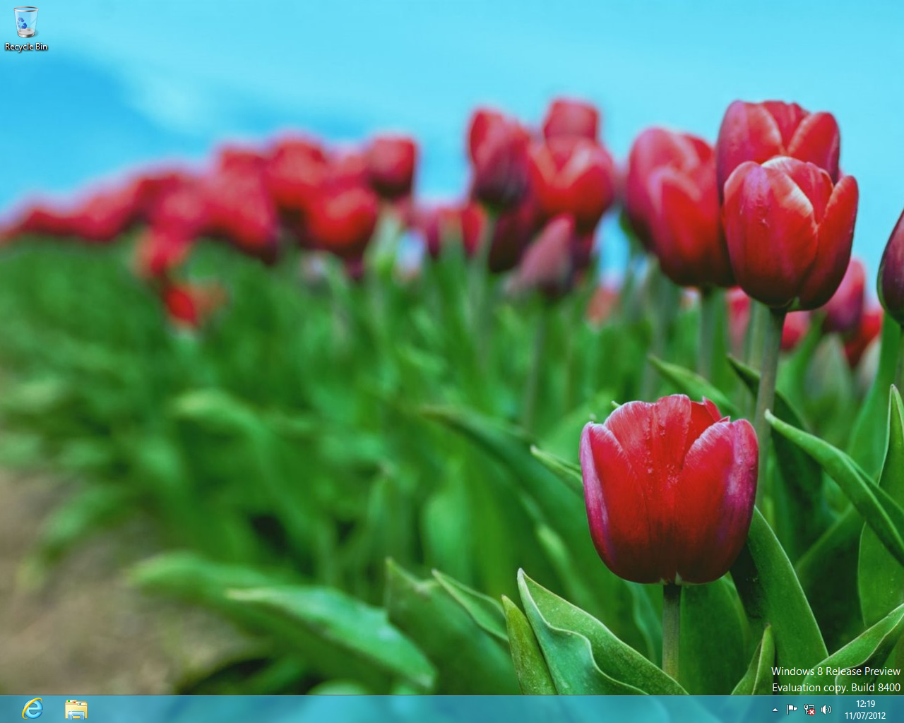 A cleaner, more streamlined desktop in Windows 8